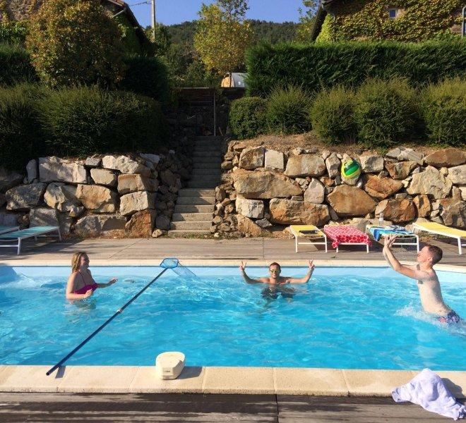 Hybrid-teambuilding-zwembad